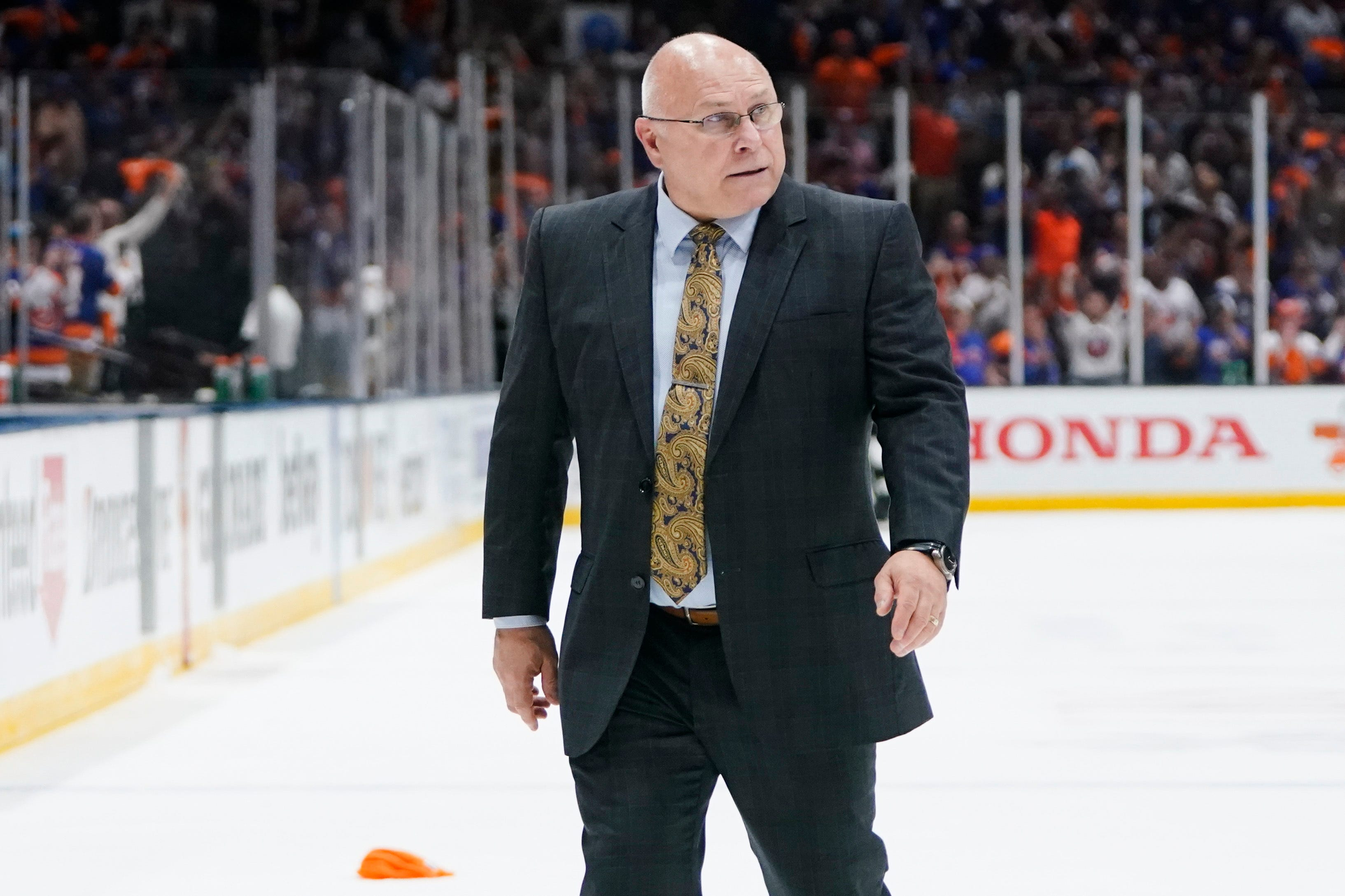 Islanders irked by missed call in loss to Lightning, express frustration with refs