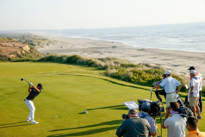 Aman Gupta plays his tee shot at the 16th hole during the semifinal round at the 2020 U.S. Amateur at Bandon Dunes Golf Resort in Bandon, Ore., August 2020. (Steven Gibbons/USGA)