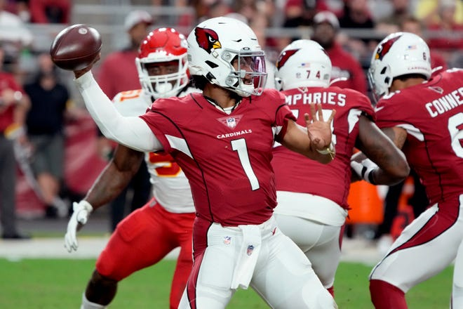 Arizona Cardinals quarterback Kyler Murray (1) throws against the Kansas City Chiefs during the first half of an NFL football game, Friday, Aug. 20, 2021, in Glendale, Ariz. (AP Photo/Rick Scuteri)