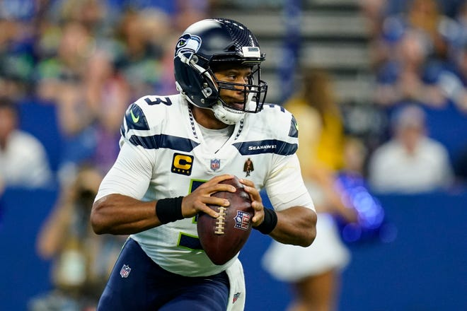 Russell Wilson had four touchdown passes in the Seahawks' 28-16 win over the Colts on Sunday.