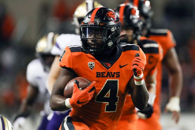 Oregon State running back B.J. Baylor rushes for 27 yards to score a touchdown during the second half against Washington.
