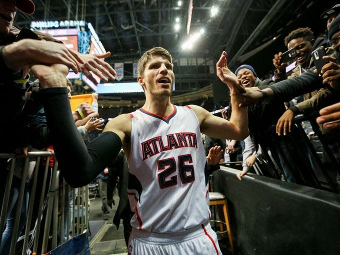 NBA's Kyle Korver talks white privilege and responsibility in Players' Tribune article