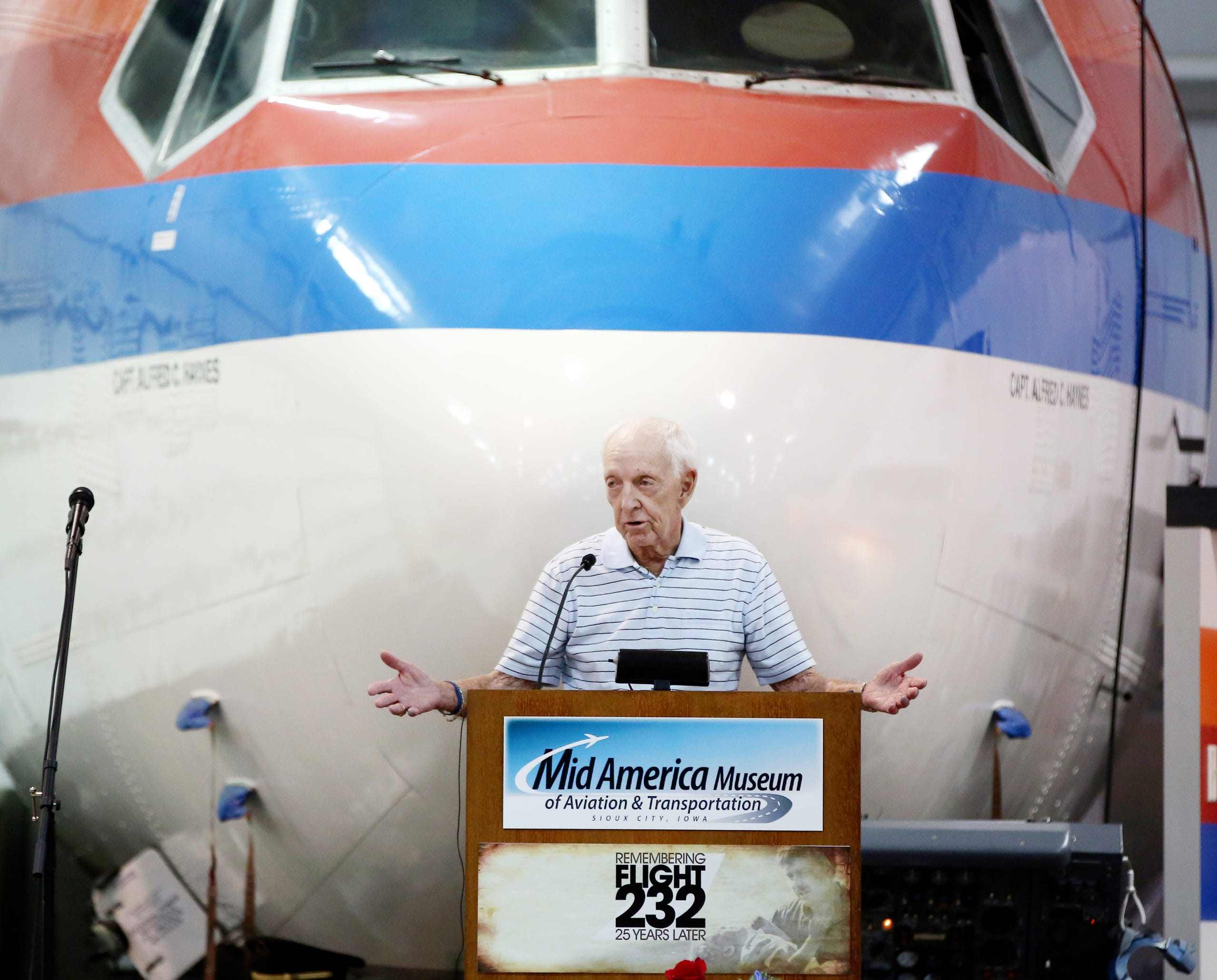 Archive photos: United Flight 232 25th anniversary events