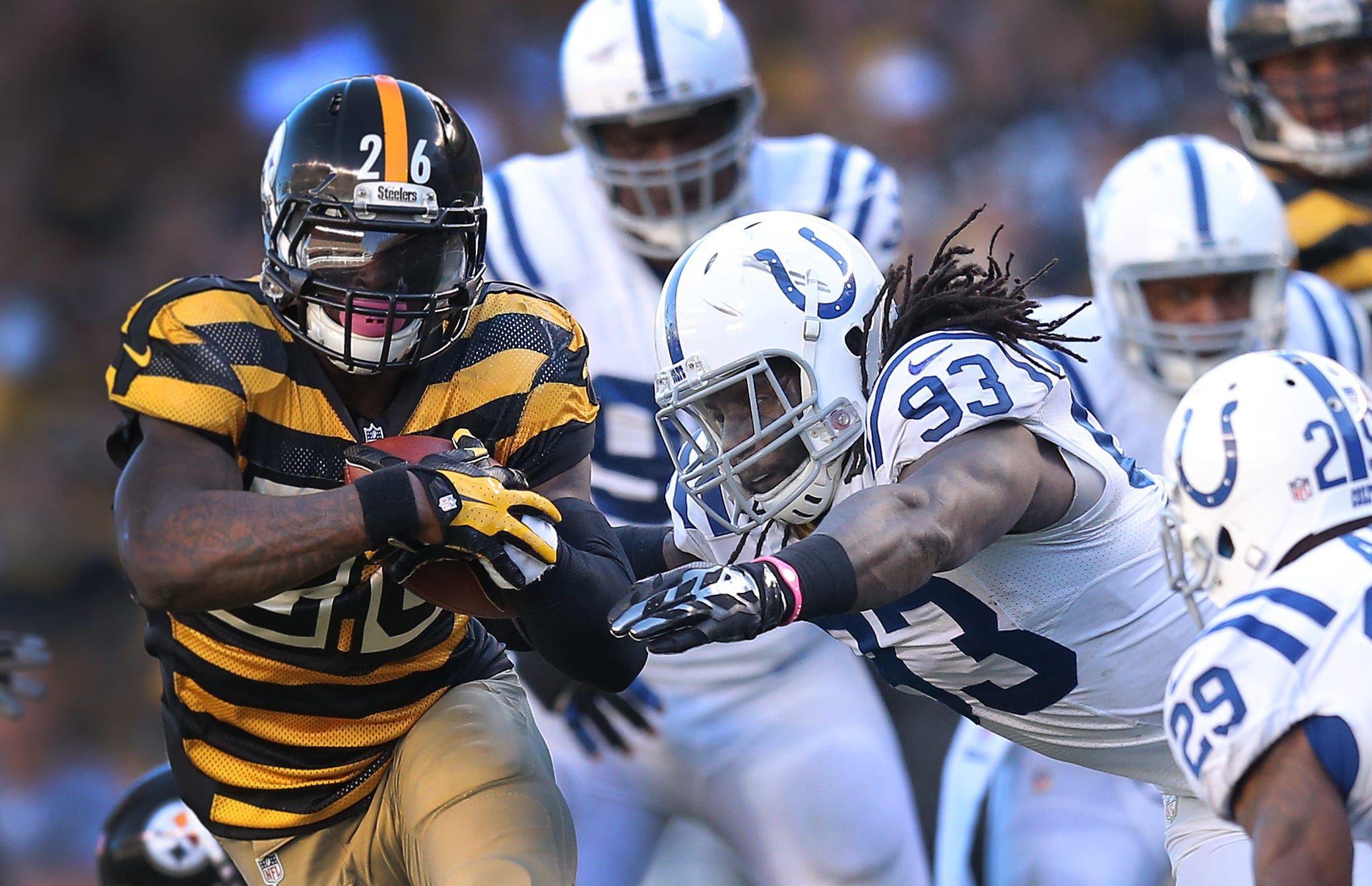 Reggie Wayne on Pittsburgh RB Bell: 'I'll pick him up from the airport'