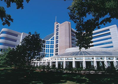 Surgeon left needle inside patient, then couldn't get it out, lawsuit says