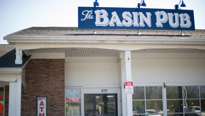 The Basin Pub is sandwiched between a Tom Wahl's and a Rite Aid in the rather plain Hitching Post Plaza in Bushnell's Basin. But it has the heart of a congenial British pub.