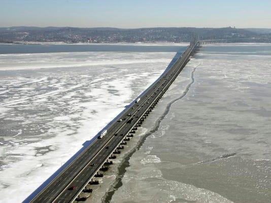 -Tappan_Zee_Bridge_NYR101.jpg_200809266.jpg