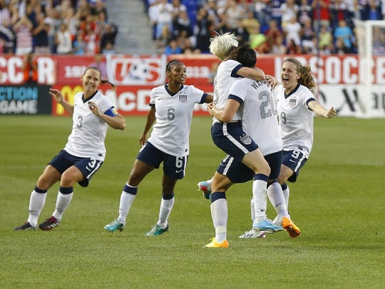 3303080c025 The chase is over: Abby Wambach breaks Mia Hamm's record