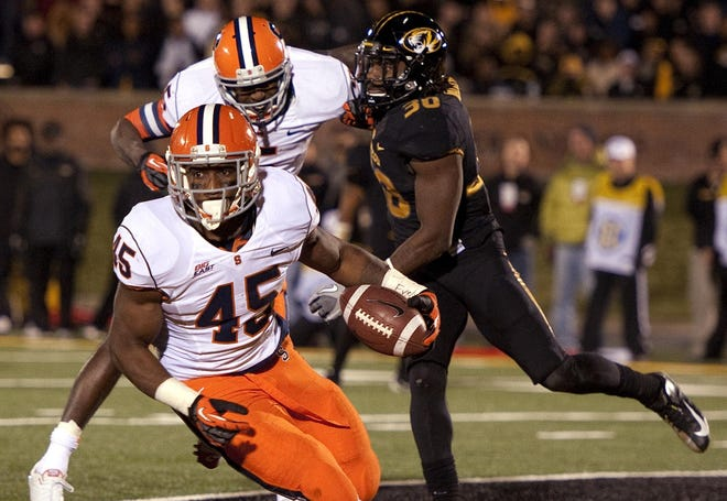 Syracuse's Jerome Smith, foreground, scores a touchdown in front of teammate Beckett Wale.