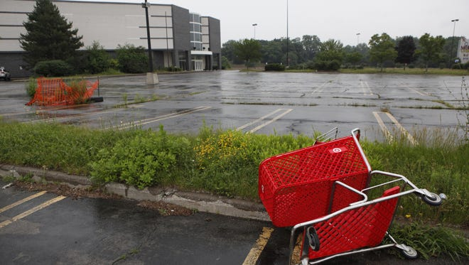 A shopping cart gone astray to the vacant parking lot by the former entrance to the Medley Centre food court.