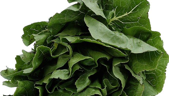 Including spinach in a meal can reduce calories per bite, research suggests.