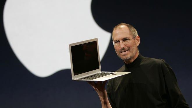Steve Jobs shows off the MacBook Air in 2008.
