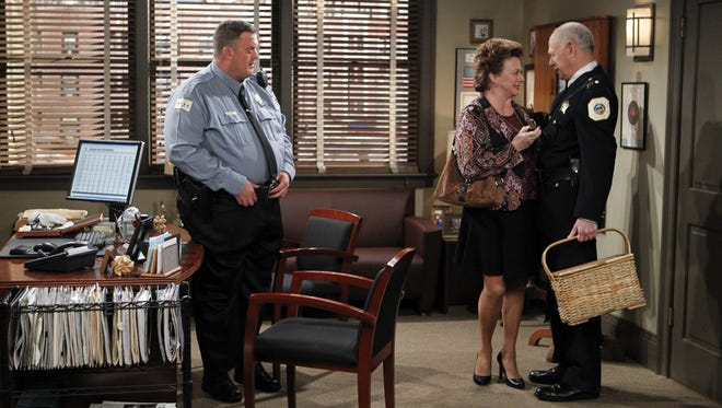 'Mike and Molly' meets 'Simon and Simon': Mike (Billy Gardell) fixes up his mom (Rondi Reed) with his boss (Gerald McRaney).