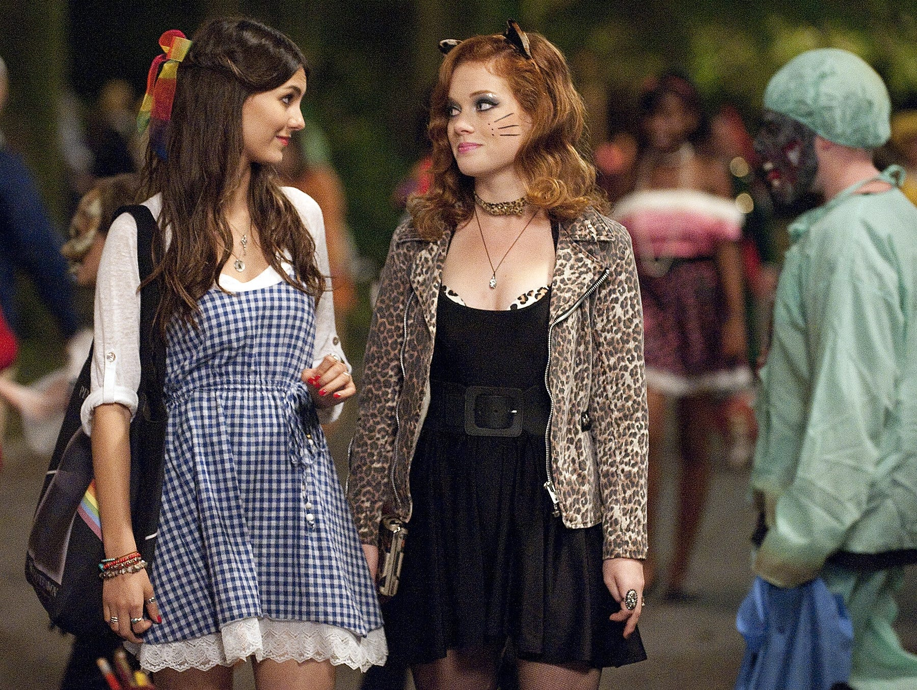 Fun is hiding behind a bad movie costume in this humorless and idiotic Halloween teen comedy.  sc 1 st  USA Today & Fun Sizeu0027 delivers slim pickings