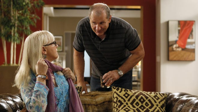 On 'Modern Family,' Shelley Long returns as Jay's ex-wife Dede, who doesn't yet know that Gloria is pregnant.