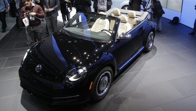 Among the 2013 VW Beetle convertibles unveiled at the Los Angeles Auto Show was this limited-edition heritage model.