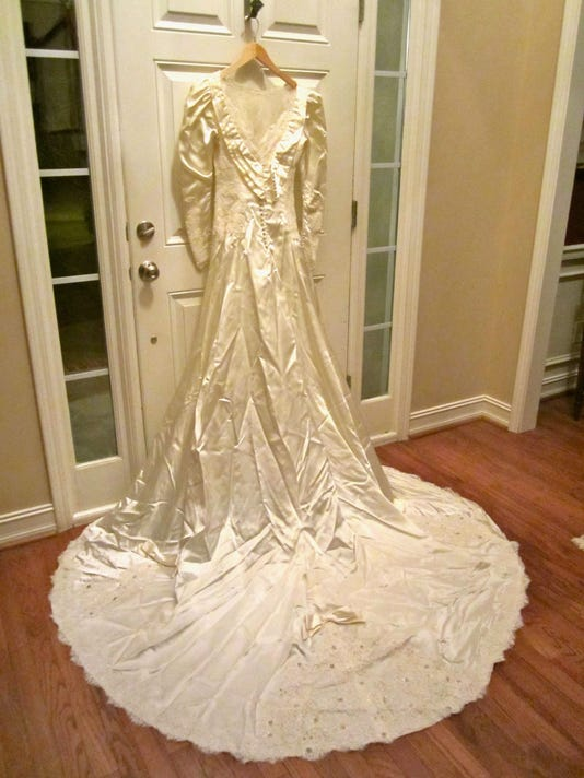 After 26 Years Mom Finds She S Got Wrong Wedding Dress