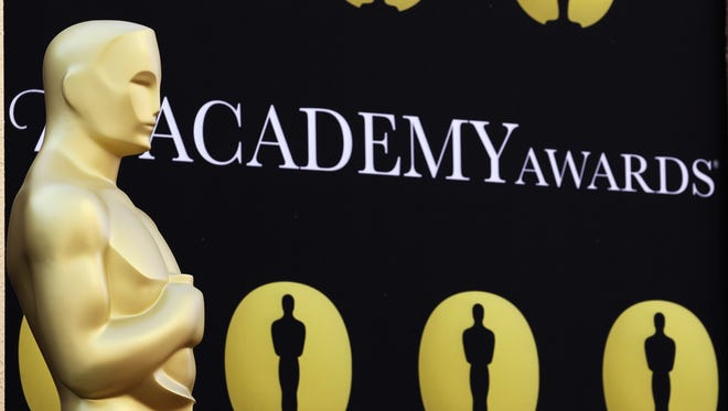 Oscar statue stands on the red carpet outside the Kodak Theatre.