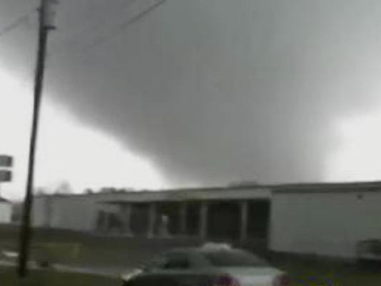 Killer storms, tornadoes hit South, Midwest
