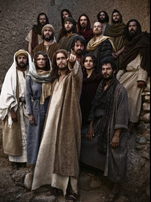 Jesus (Diogo Morcaldo) with his disciples in the 10-hour series.