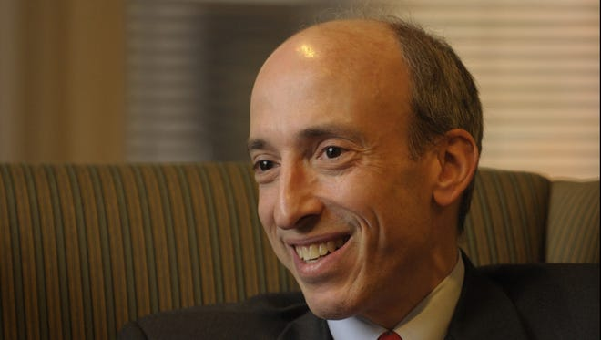11/12/09 11:21:27 AM -- Washington, DC, U.S.A  -- Profile of Gary Gensler, the chairman of the Commodity Futures Trading Commission.   The timing of this piece relates to the pivotal role that Gensler and the agency he heads are expected to play in reforming oversight of the financial system and regulating complex derivatives.  Gensler is kind of a Zelig-like figure in the financial industry -- he was at Goldman Sachs for 18 years, leaving as a partner; he was principal adviser on domestic finance to two secretaries of treasury, Robert Rubin and Lawrence Summers; and he helped Sen. Paul Sarbanes shape the post-Enron Sarbanes-Oxley act on corporate accounting.   --    Photo by H. Darr Beiser, USA TODAY staff  ORG XMIT: HB 37342 Gary Gensler 11/12/2009  (Via MerlinFTP Drop)