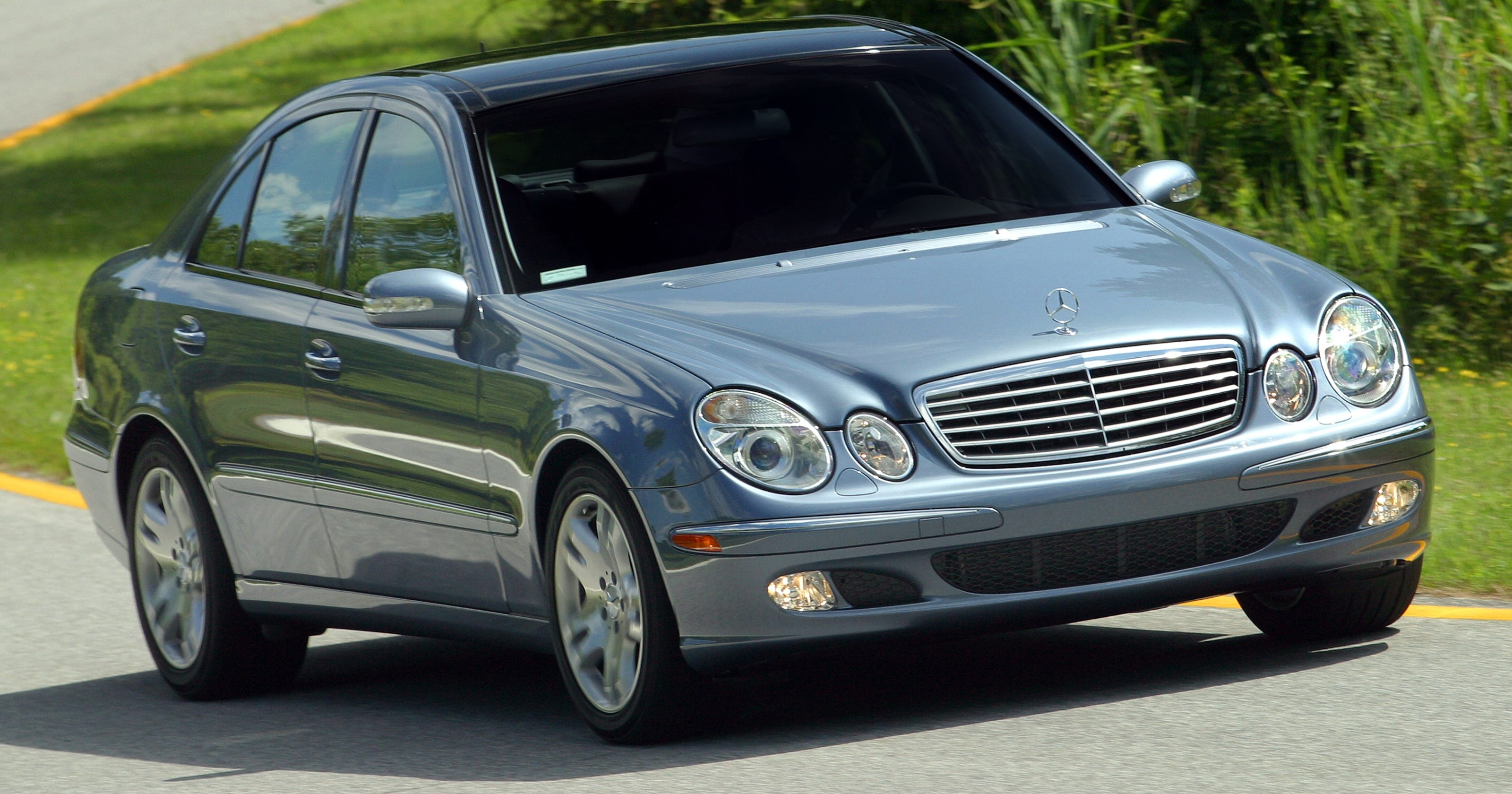 Feds investigate fuel smell in Mercedes-Benz E-Class