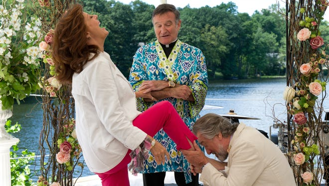 Bebe (Susan Sarandon), Father Moinighan (Robin Williams) and Don (Robert De Niro) are part of the 'Wedding' party.