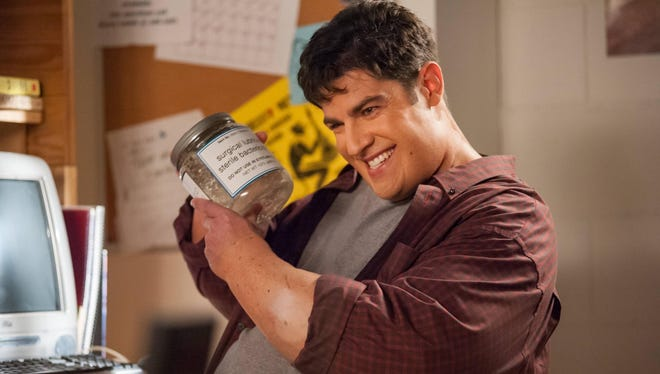 """In a flashback, Schmidt (Max Greenfield) reveals how he lost his virginity in the """"Virgins"""" episode of 'New Girl.'"""