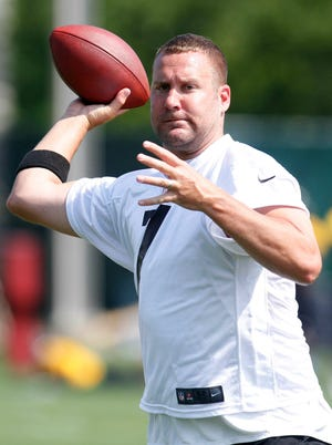 Pittsburgh Steelers quarterback Ben Roethlisberger (7) participates in organized team activities on May 21, 2013.