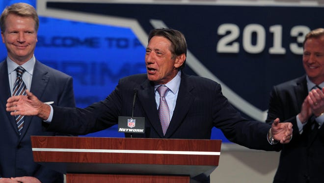 New York Jets former quarterback Joe Namath (center) and former New York Giants quarterback Phill Simms (left) join NFL Commissioner Roger Goodell on stage during the 2013 NFL draft at Radio City Music Hall.