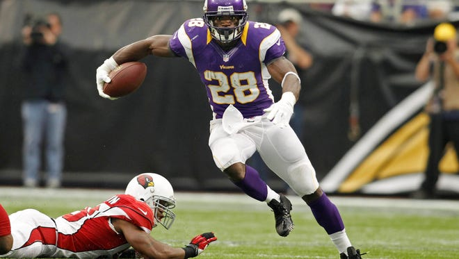 Minnesota Vikings running back Adrian Peterson (28) finds daylight against the Arizona Cardinals in Minneapolis on Oct. 21, 2012.