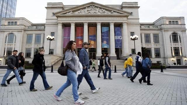 The Nashville Symphony Orchestra has worked out a last-minute deal to pay off its lenders and avoid the auction of its $123.5 million concert hall.