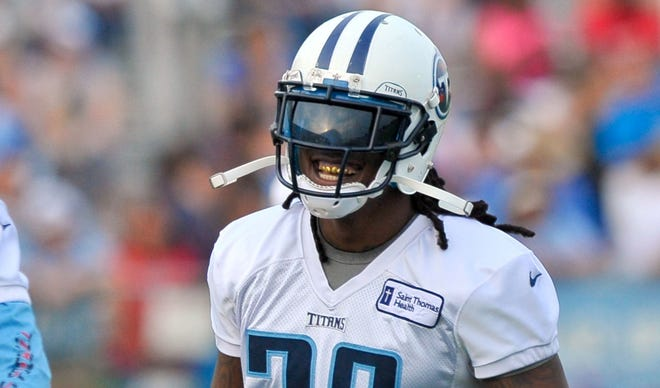 Tennessee Titans running back Chris Johnson (28) warms up for practice on July 26, 2013.