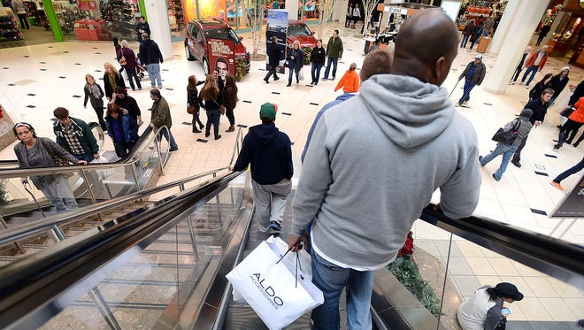 People shop at a Novi, Mich., mall the weekend before Christmas.