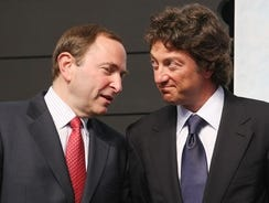 NHL Commissioner Gary Bettman and  Edmonton Oilers owner Daryl Katz chat during the 2009 draft.