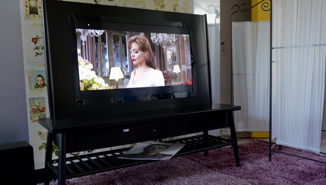 Research recommends limiting the exposure of children to background TV.