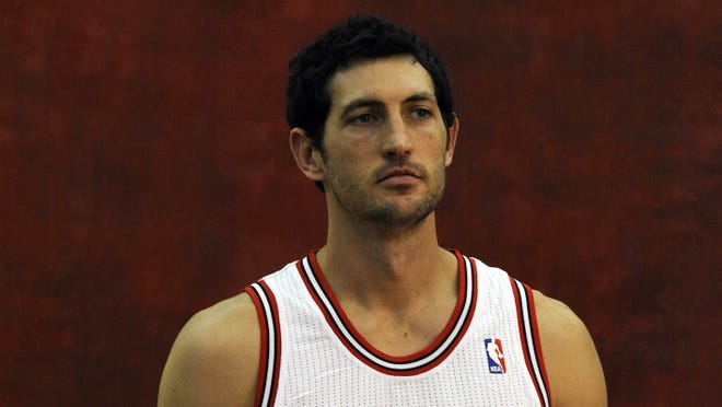 Chicago Bulls point guard Kirk Hinrich poses for photos during Chicago Bulls media day at the Berto Center on Oct. 1.