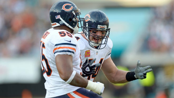Bears middle linebacker Brian Urlacher (right) celebrates with outside linebacker Lance Briggs (55) on Sunday.