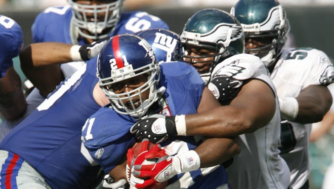Former Giants RB Tiki Barber think the Eagles need to make a change.