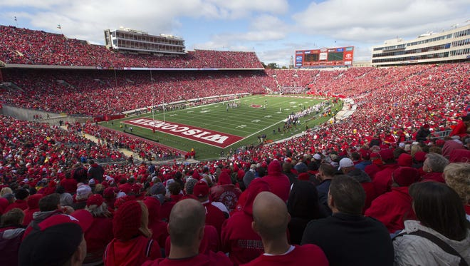 USA TODAY asked readers from across the nation to choose the best town for college football. After more than 50,000 online votes, Madison, home of the Wisconsin Badgers, was the clear winner.