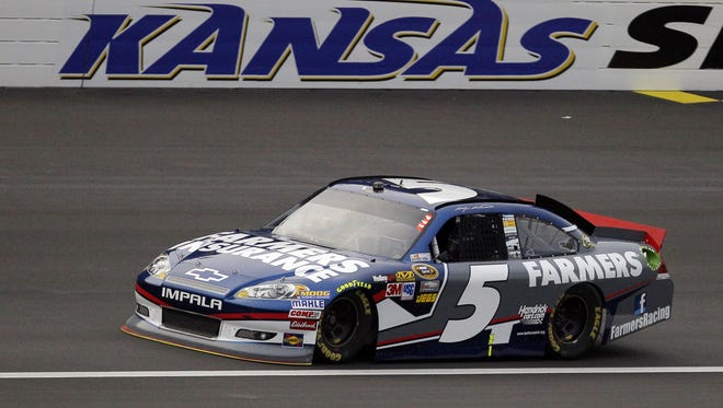 Kasey Kahne won the pole for Sunday's Hollywood Casino 400 with a speed of 191.360 mph Friday at Kansas Motor Speedway.