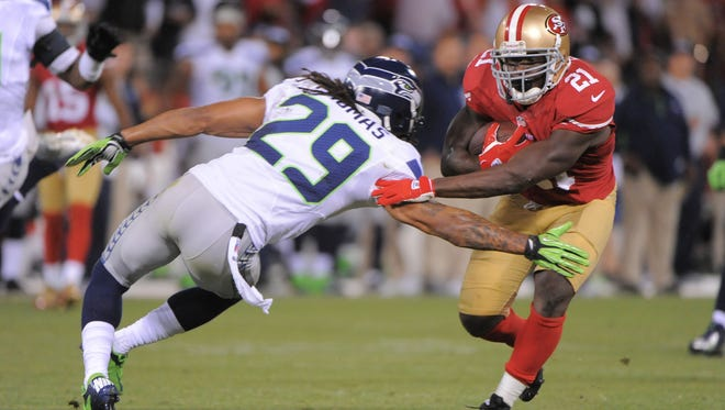 49ers running back Frank Gore (21) runs the ball against Seahawks free safety Earl Thomas (29) during the fourth quarter at Candlestick Park.