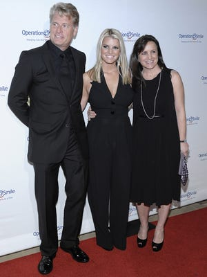 Jessica Simpson and her parents, Joe and Tina, in 2009.