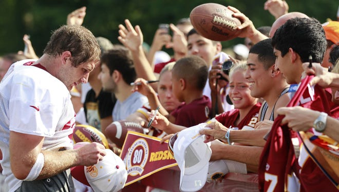 Washington tight end Chris Cooley (47) signs autographs after training camp. He has just returned to the team after being cut.