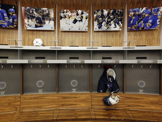 2012-10-26-empty-locker-room