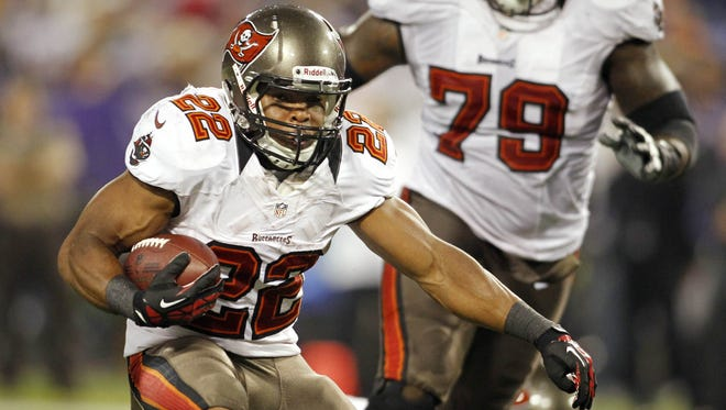 Tampa Bay Buccaneers running back Doug Martin (22) rushes against the Minnesota Vikings in the first quarter at the Metrodome. The Buccaneers win 36-17.