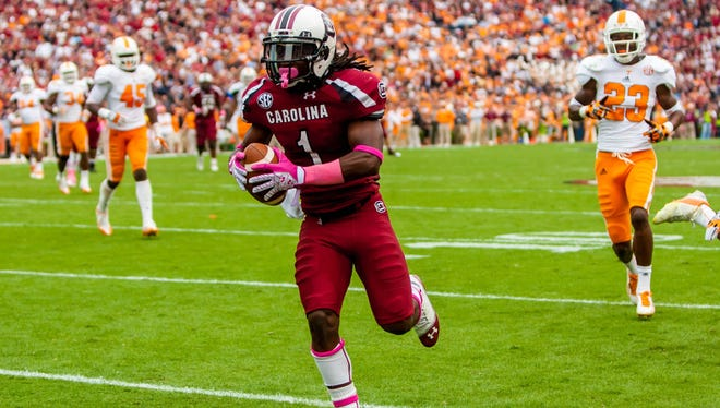 South Carolina wide receiver Ace Sanders runs past the Tennessee defense for a touchdown in the second half.
