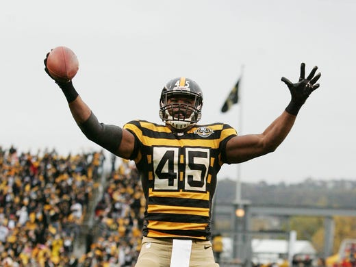 best service 50b86 3e5f2 Steelers' bumblebee jail throwbacks causing a stir (PHOTOS)