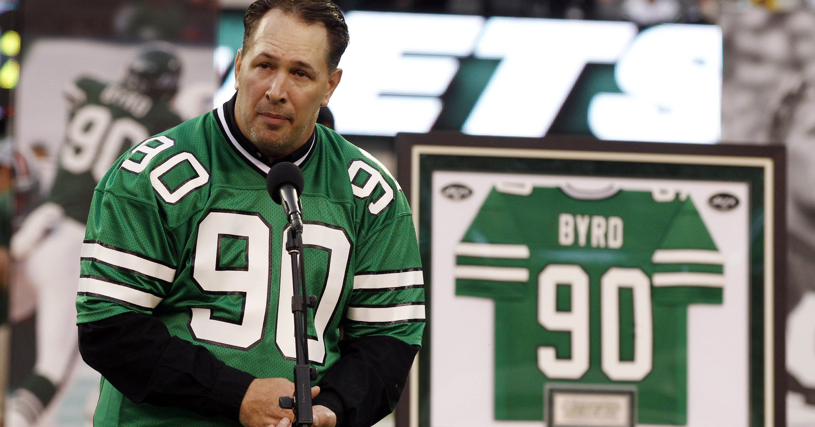 quality design 30773 1ceb0 Jets retire former DE Dennis Byrd's No. 90
