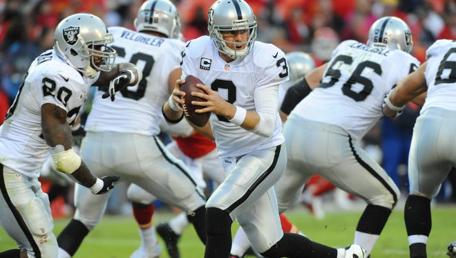 Raiders quarterback Carson Palmer (3) drops back to pass in the second half of the game against the Chiefs at Arrowhead Stadium.
